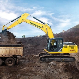 מחפר ניו הולנד E245C