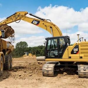 מחפר קטרפילר 323