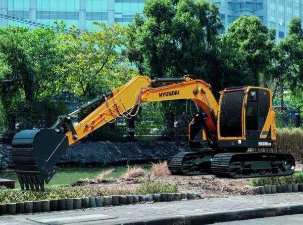 מחפר יונדאי HX130LCR