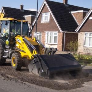 מחפרון JCB 3CX Pothole Master
