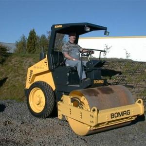 מכבש ויברציוני בומג BW 124 DA